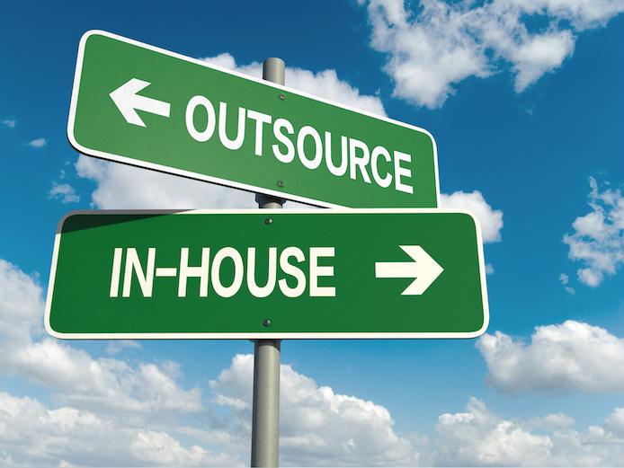 インハウスとアウトソーシングのイメージ、内製化とアウトソーシング、インサイドセールス立ち上げ 、リソースの活用
